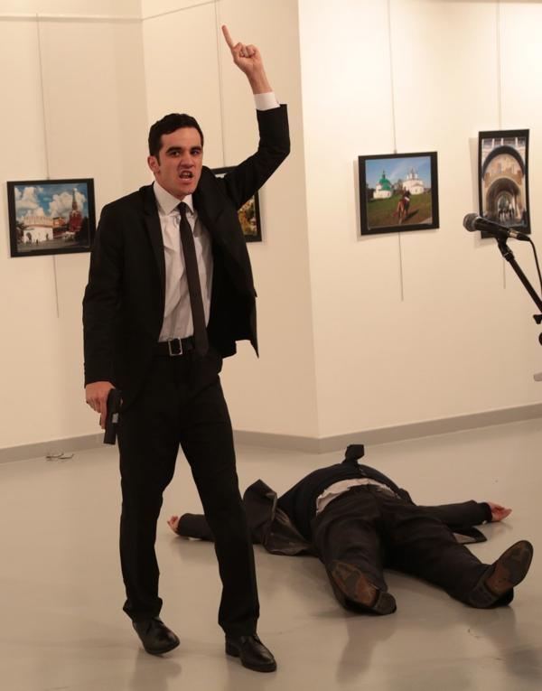 El agresor atacó por la espalda a Karlov (AP)