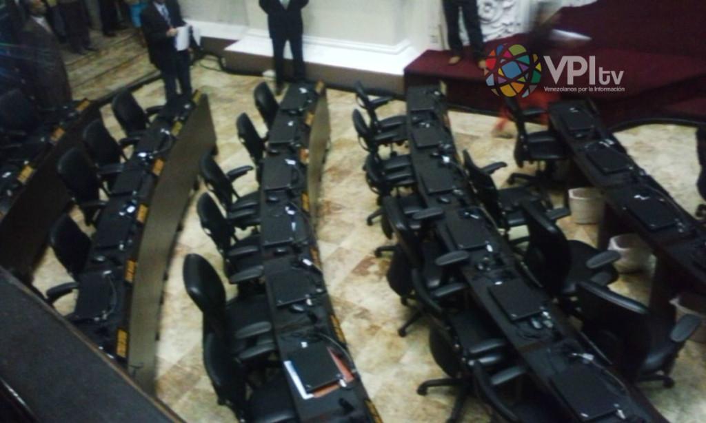 Los dipuptados oficialistas se retiraron una vez más del debate en la Asamblea. (Foto: Andrés Fornerino).