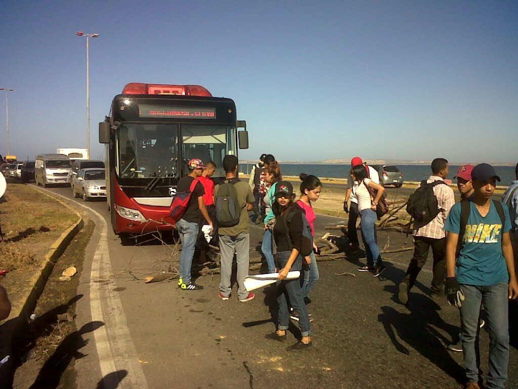 Protesta estudiantil por elecciones en Cumaná, estado Sucre. (Foto Cortesía: José Rengel).