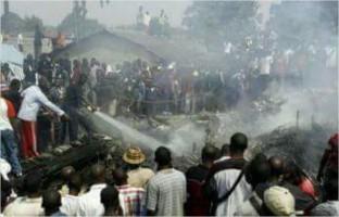 Kanku Papy noël en Twitter RDC Crash d'un avion militaire à l'aéroport de ndjili en déplacement vers bukavu, aucun survivant.@Brav