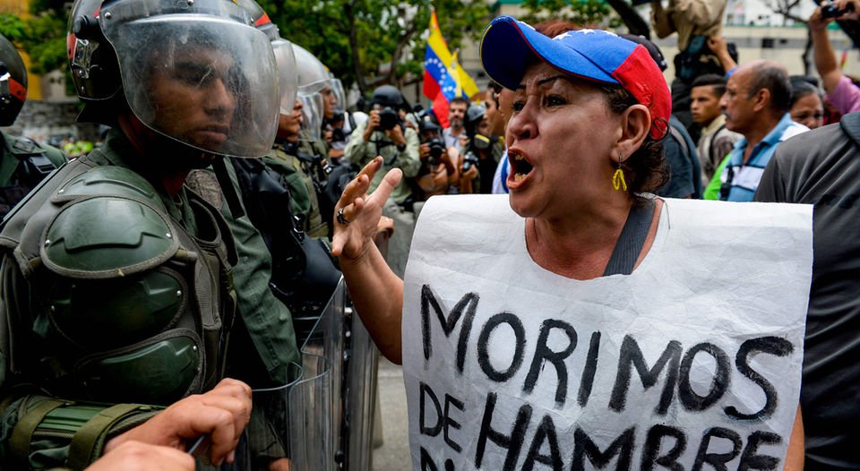 miercoles-Caracas-alimentos-conseguir-AFP_LNCIMA20160522_0079_5